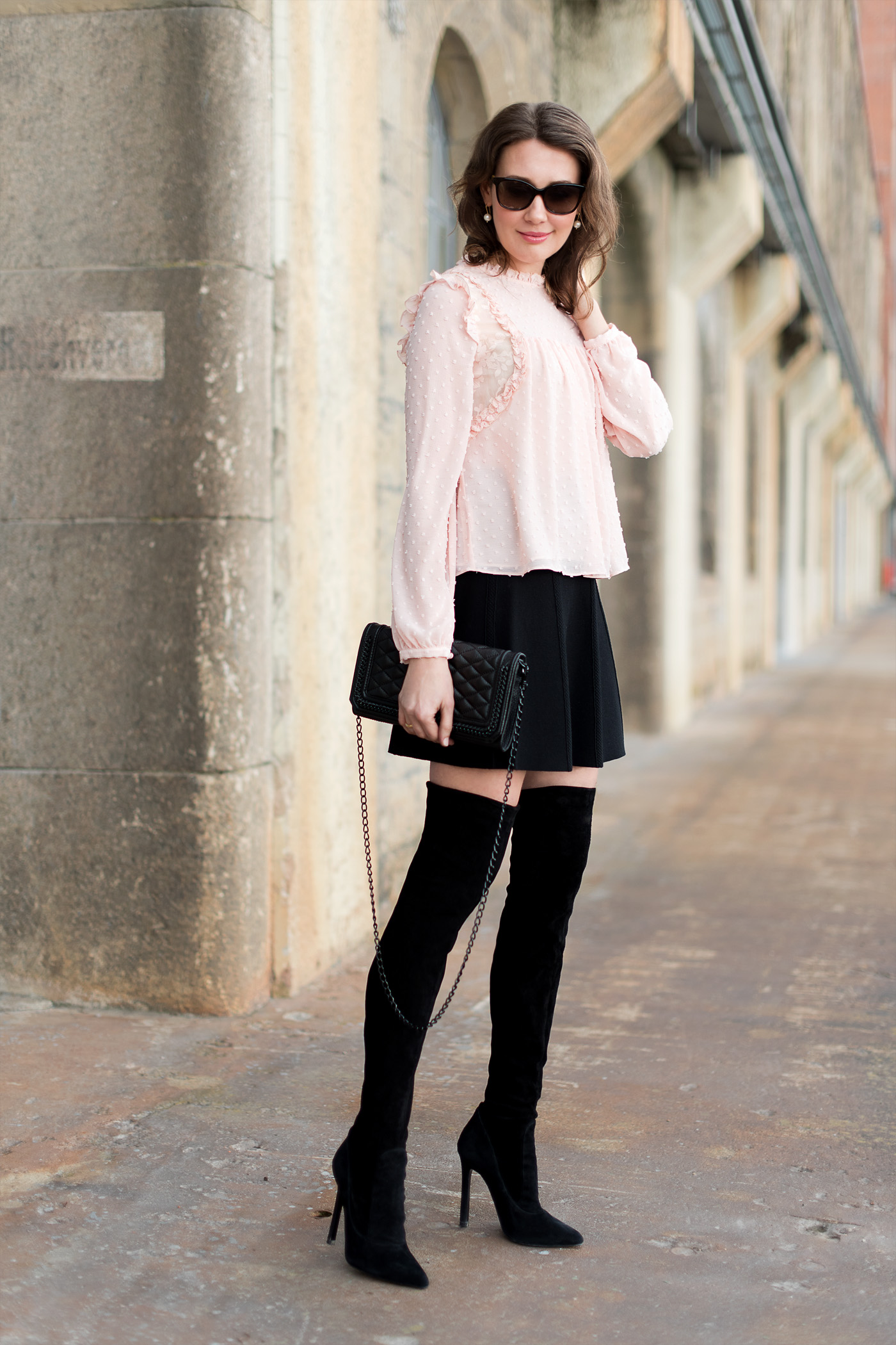 Outfit Romantic Blouse Meets Overknee Boots Mood For