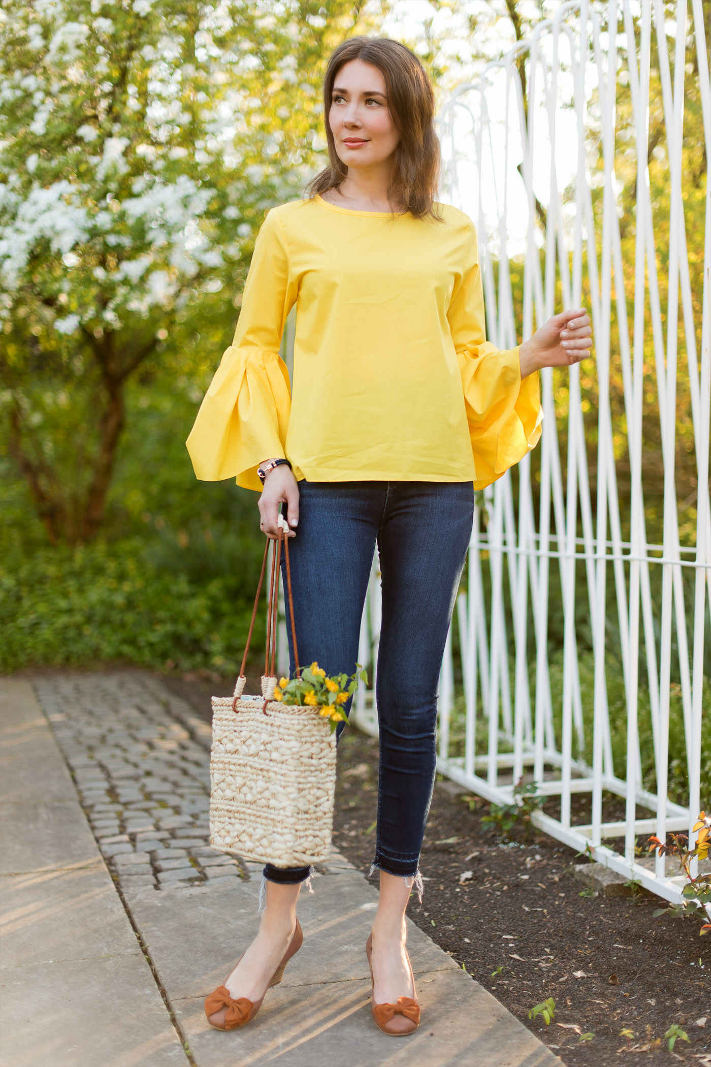 outfit yellow trumpet sleeve blouse mood for style fashion food beauty lifestyleblog. Black Bedroom Furniture Sets. Home Design Ideas